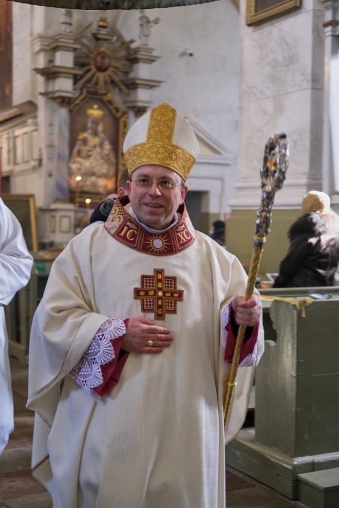 Telšių vyskupas Algirdas Jurevičius šypsosi