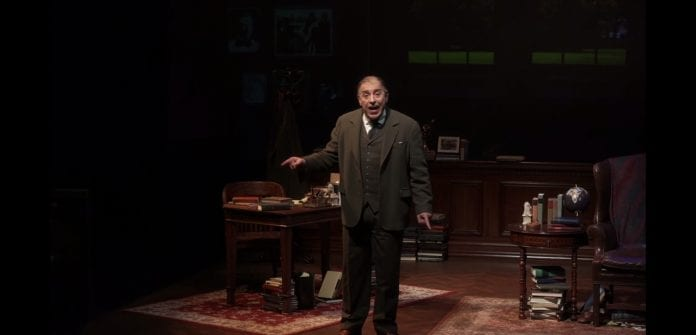 Akt. Maxas McLeanas vaidina Lewisą