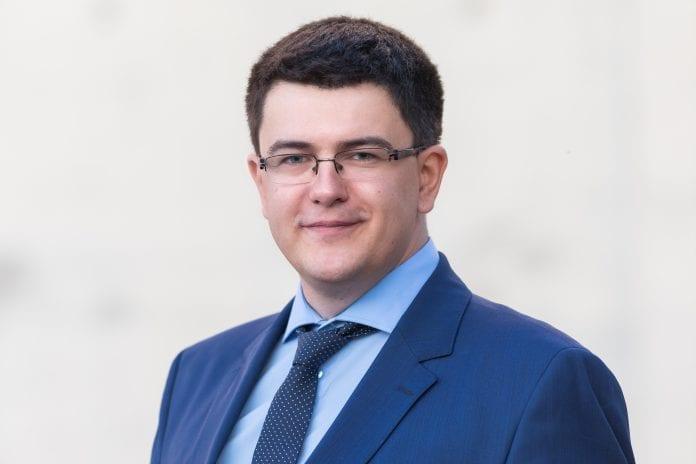 Vytautas Sinica šypsosi