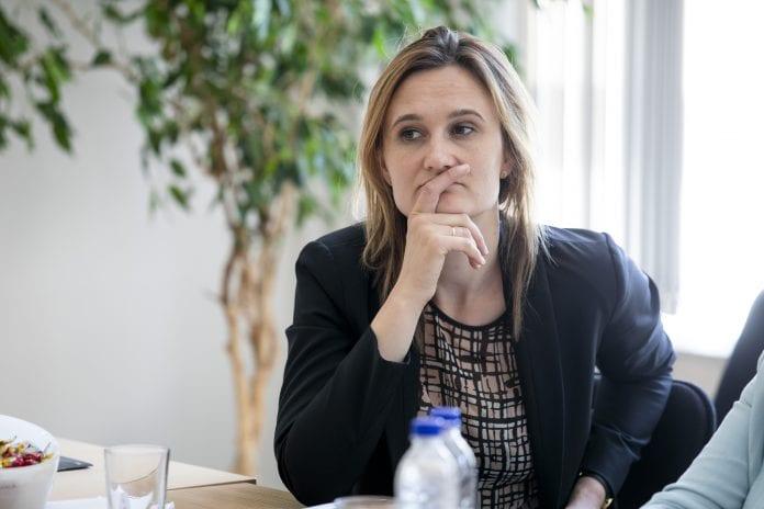 Viktorija Čmilytė - Nielsen klausosi