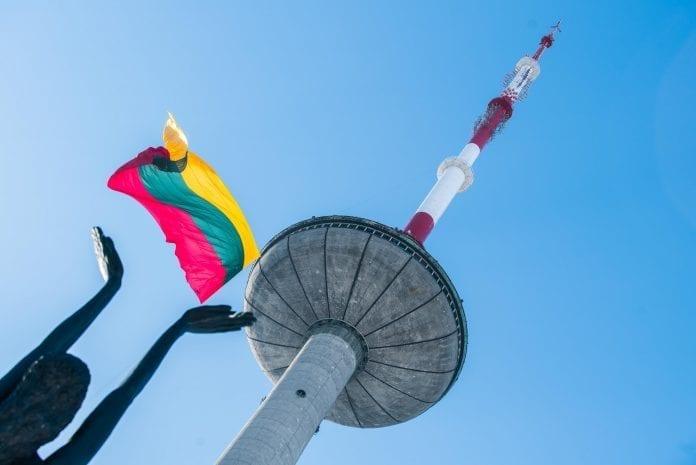 Ant televizijos bokšto iškelta Trispalvė