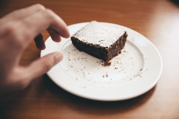 Ranka siekia pyrago gabaliuko