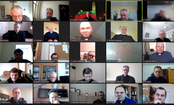 Kauno arkivyskupijos susirinkimas vyksta internetu