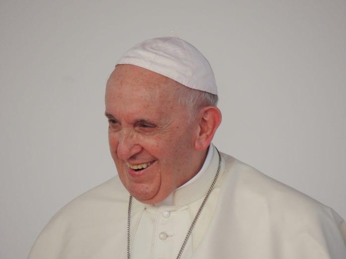 popiežius šypsosi portretas