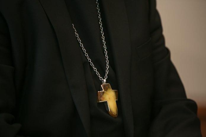 Gintarinis arkivyskupo Gintaro Grušo kryžius