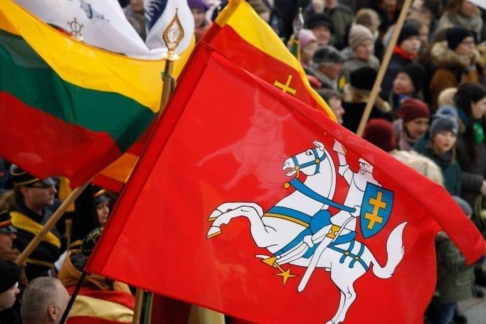 Lietuvos valstybės atkūrimo dienos – Vasario 16-osios minėjime plevėsuojančios vėliavos