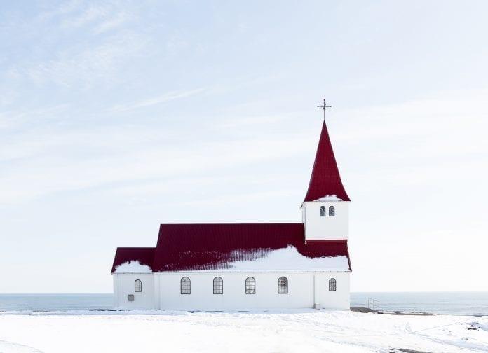 bažnyčia žiemos peizaže