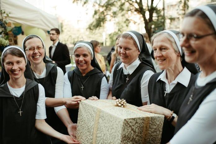 Šventosios Šeimos seserų vienuolija mini 90 - ies metų gimtadienį