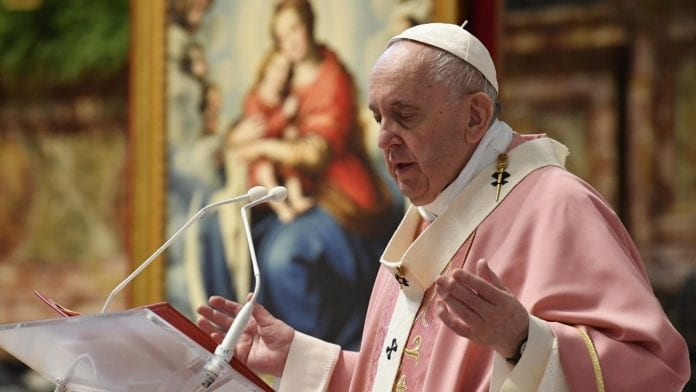 Popiežius Pranciškus kalba