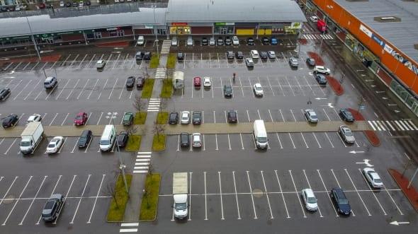Prekybos centro automobilių stovėjimo aikštelė