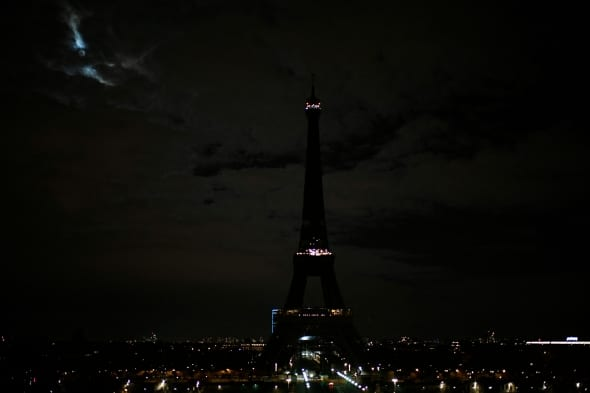 Eifelio bokštas tamsoje