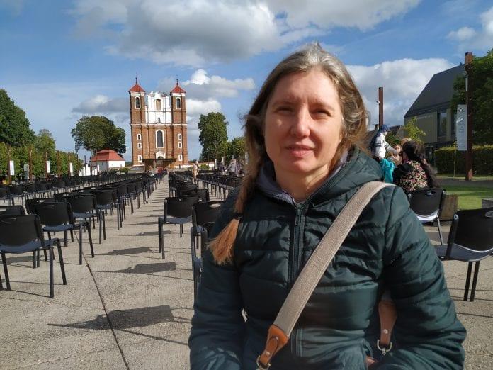 Dr. Lina Šulcienė Šiluvos Bazilikos fone