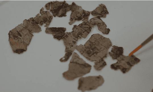 Izraelyje atrasti 2 000 metų senumo biblinio rankraščio fragmentai