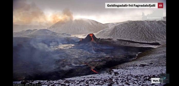 Galima stebėti išsiveržusį Islandijos ugnikalnį