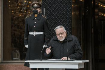 Vytautas Landsbergis kalba prie Seimo rūmų