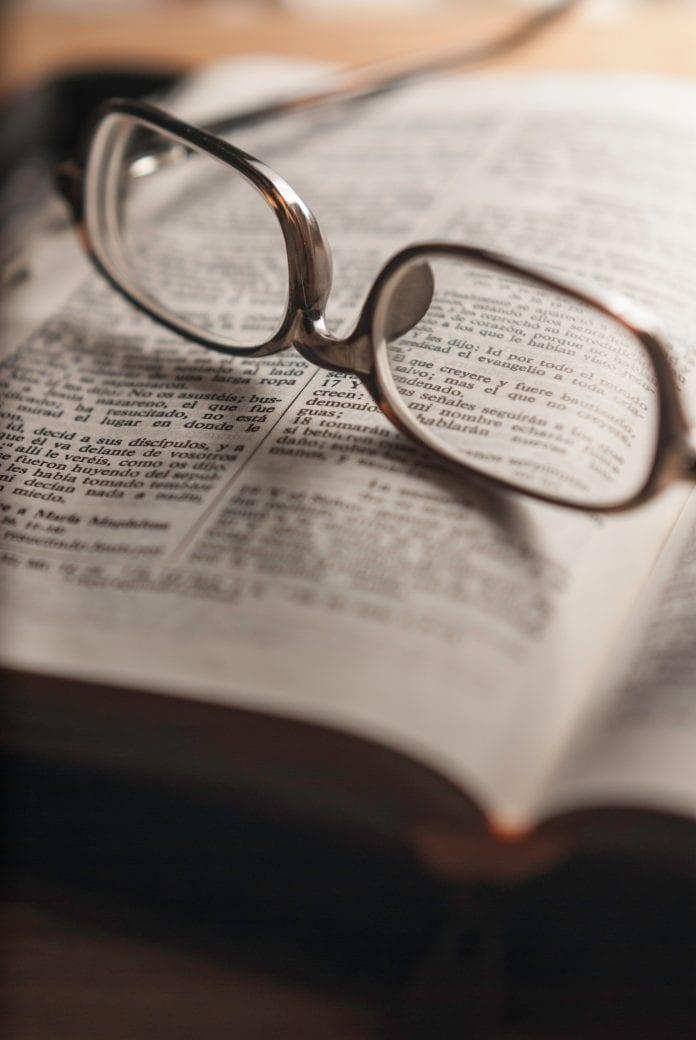 Akiniai ir Biblija
