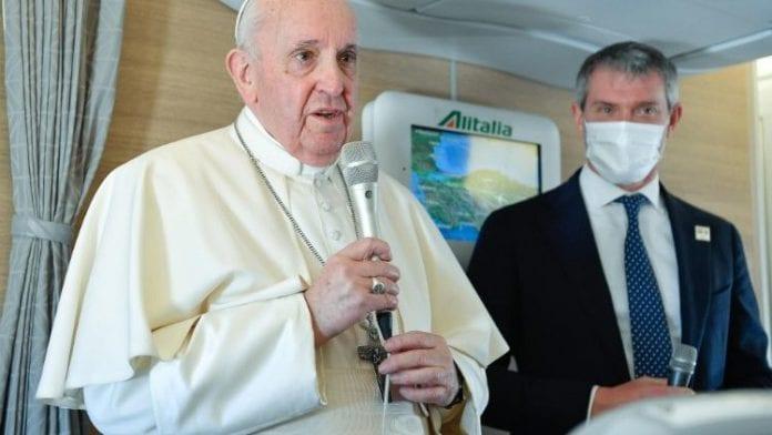 Popiežius Pranciškus spaudos konferencijoje lėktuve