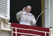 Popiežius Pranciškus moja