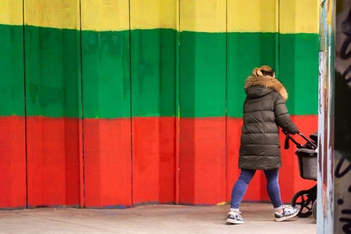 Lietuvos trispalvė pakeitė vaivorykštę ant požeminės perėjos sieno
