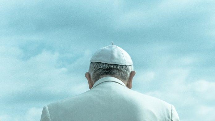 Popiežius Pranciškus iš nugaros