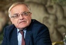 Prof. Vytautas Radžvilas kalba
