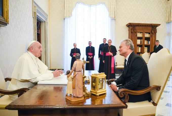 Prezidentas Gitanas Nausėda su popiežiumi Pranciškumi
