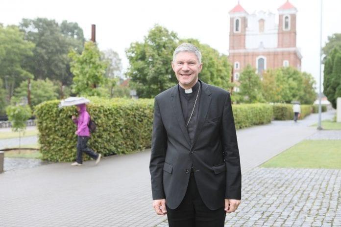 Kauno arkivyskupas emeritas Lionginas Virbalas šypsosi