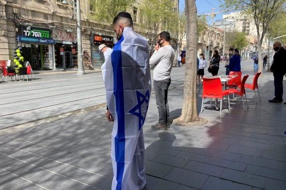 Izraelis tylos minute pagerbė Holokausto aukas