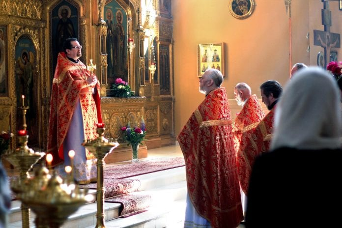 Lietuvos Ortodoksų arkivyskupijos kancleris Vitalijus Mockus vadovauja pamaldoms