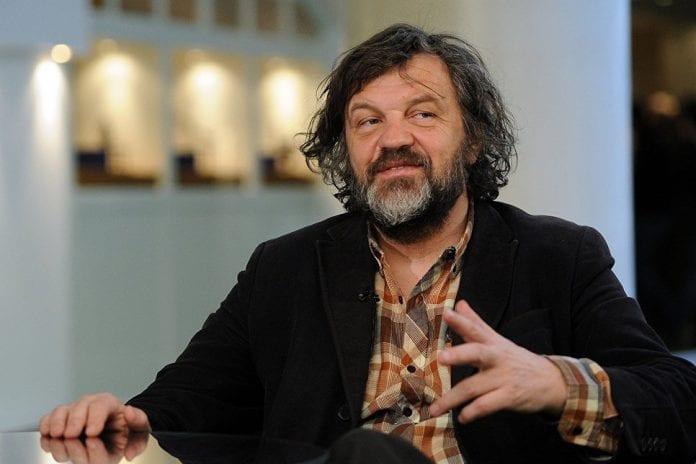 Serbų kino režisierius Emiras Kusturica kalba