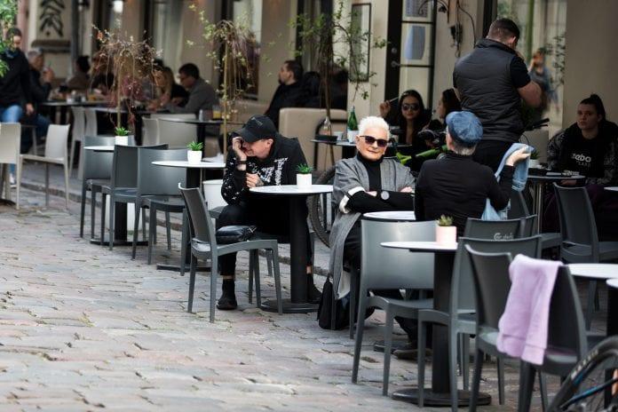 Nuo šiandien veiklą atnaujina lauko kavinės, restoranai ir barai