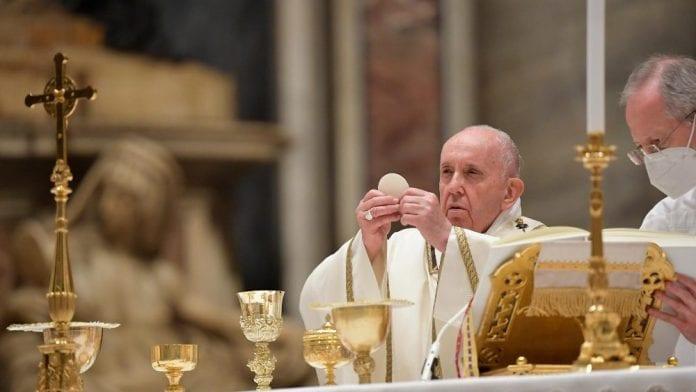 Popiežius Pranciškus Velykų vigilijoje