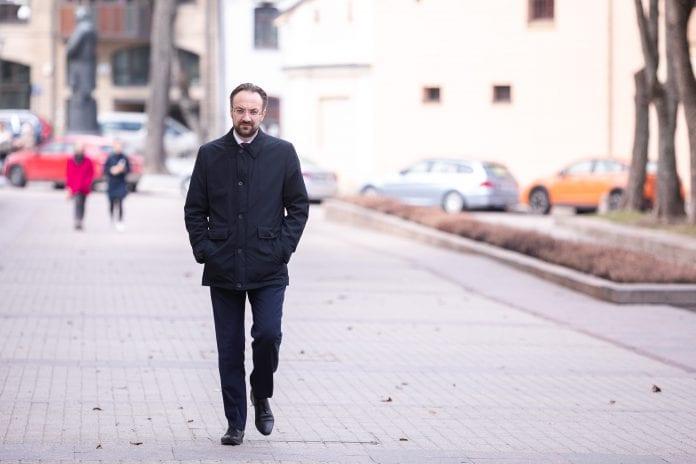Lietuvos banko vadovas Gediminas Šimkus atvyko į prezidentūrą susitikti su prezidentu Gitanu Nausėda