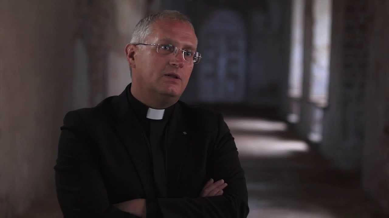 sakramentų liturgijos žinovas kunigas Artūras Kazlauskas kalba