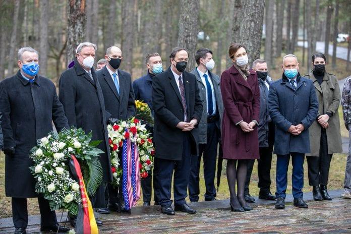 Seimo pirmininkė Viktorija Čmilytė-Nielsen, užsienio reikalų ministras Gabrielius Landsbergis ir kt.
