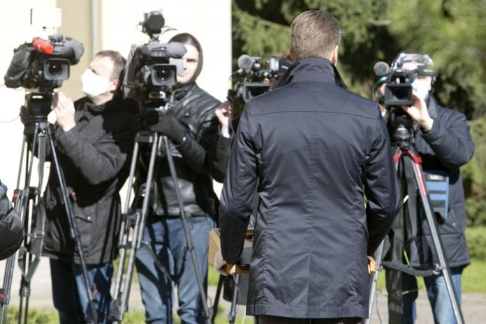 Žurnalistai fotografuoja