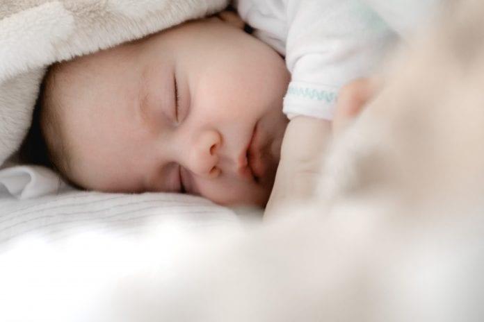 Naujagimis miega