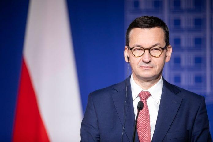 Lenkijos vyriausybės vadovas Mateuszas Morawieckis spaudos konferencijoje