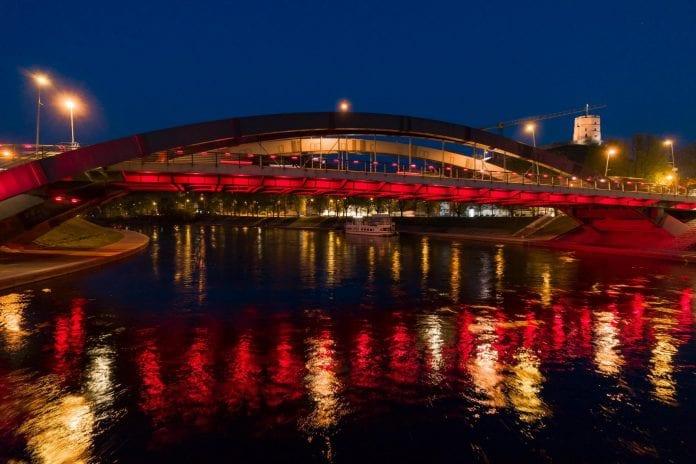 Vilnius nusidažė raudonai