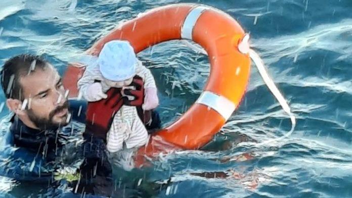Jūroje išgelbėtas kūdikis