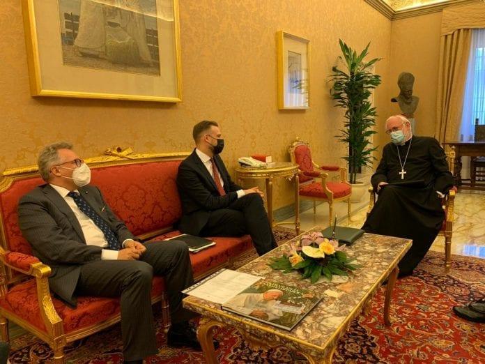 Gabrielius Landsbergis susitiko su Šventojo Sosto Valstybės sekretoriato sekretoriumi ryšiams su šalimis arkivyskupu Paulu Richardu Gallagheriu