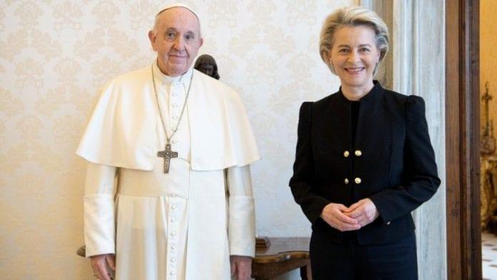 Europos Komisijos pirmininkė Ursula von der Leyen su popiežiumi Pranciškumi