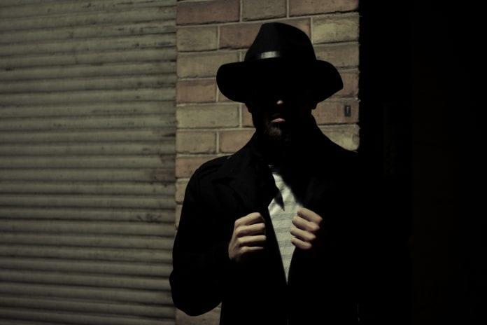 Vyras tamsoje