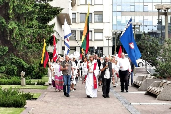 Br. Pauliaus Vaineikio akcija prie Seimo