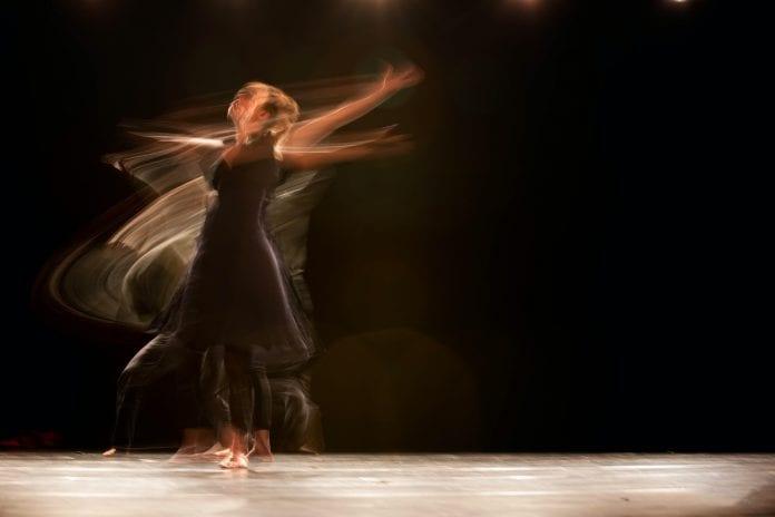 Moteris šoka