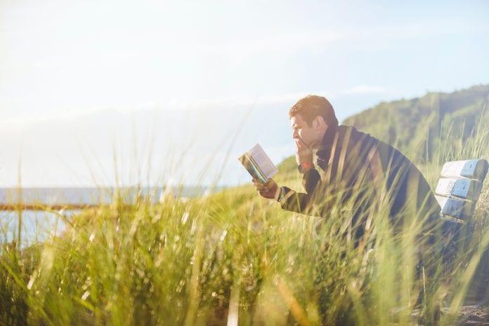 Vyras skaito