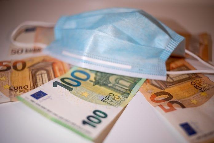 Pinigai ir kaukė