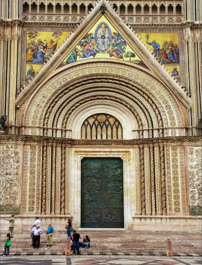Orvieto Švč. Mergelės Marijos Dangun Ėmimo katedra, kurioje saugoma eucharistinio stebuklo relikvija