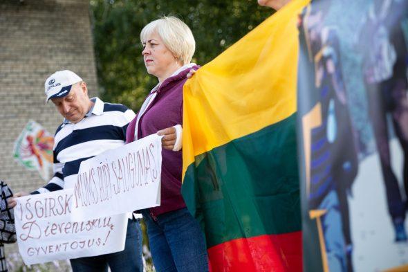 Dieveniškėse – protestas prieš migrantų apgyvendinimą. BNS nuotr.