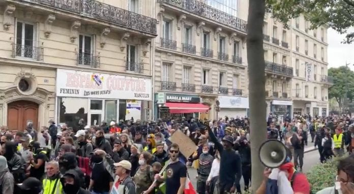 """Protestas Paryžiuje / """"Twitter"""